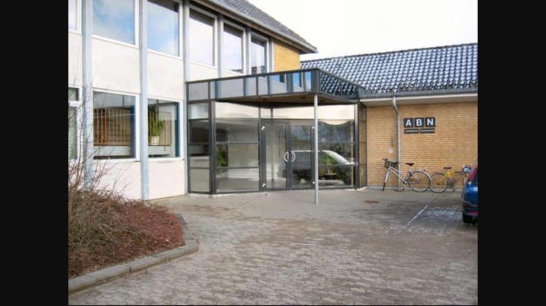 Brorsonskolen er kommunens største skole, men bygningerne er i dårlig stand. Derfor foreslår partierne at opføre en ny Brorsonskole i tilknytning til Campus. Foto: Ulla Højgaard
